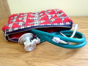 taška patchwork trojúhelníky červená kostky bag fonendoskop